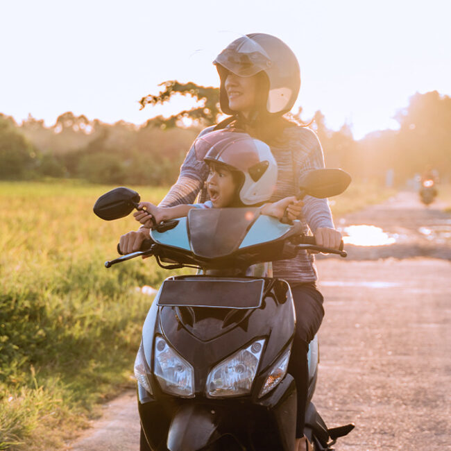 lei proíbe crianças em motocicletas